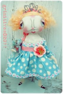 One of my absolute favs by grimitives: Gallery of Dolls
