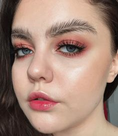 Eyebrows That Look Like Actual Feathers Are the Latest Polarizing Trend on Instagram Eyebrows That Look Like Actual Feathers Are the Latest Polarizing Trend on Instagram