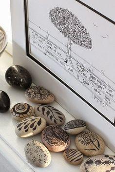 Art on arts....Méchant Studio Blog: those pebbles that rock !!!!