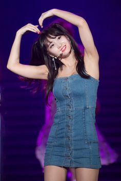 K-Pop Babe Pics – Photos of every single female singer in Korean Pop Music (K-Pop) Nayeon, Kpop Girl Groups, Kpop Girls, Sana Momo, Hirai Momo, Dahyun, Stage Outfits, Single Women, Beautiful Asian Girls