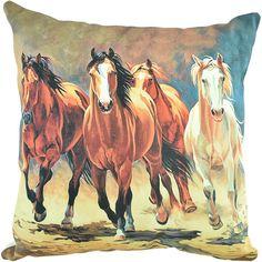Almofada Importada Galloping Horses    Almofada importada confeccionada em tecido estampado artesanalmente. Figura de cavalos correndo com detalhes artísticos. Sem dúvida alguma, esta é uma peça que combina com qualquer ambiente country!