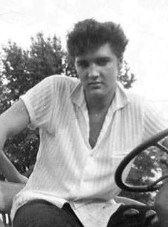 Like this photo of Elvis so young...