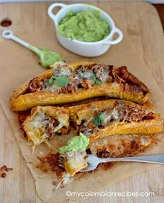Ripe Plantains Stuffed with Chorizo and Cheese. Used 3 plantains, coconut oil instead of butter, chicken chorizo (clean), and 1 tbsp mozzarella each. Banane Plantain, Ripe Plantain, Comida Latina, Paleo Recipes, Mexican Food Recipes, Cooking Recipes, Kitchen Recipes, Chorizo, Nicaraguan Food