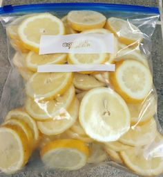 How To Freeze Lemon Slices - Eating Healthy Spending Less There is nothing better than putting a fresh lemon slice in your ice water, or hot tea. I find that I drink more water during… Freezing Lemons, Freezing Fruit, Freezing Vegetables, Can You Freeze Lemons, Freezing Carrots, Healthy Drinks, Healthy Snacks, Healthy Eating, Healthy Lemon Recipes