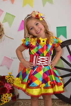 Vestidos de Festa Junina 2017   Pompons coloridos e divertidos para atualizar o visual caipira da meninada