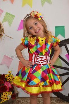 Vestidos de Festa Junina - Pompons coloridos e divertidos para atualizar o visual caipira da meninada - Fashion Bubbles + Rovella & Schultz Dance Outfits, Boy Outfits, Dance Recital Costumes, Lolita Dress, Kids And Parenting, American Girl, Doll Clothes, Girl Fashion, Girls Dresses