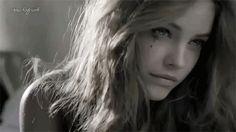 #wattpad #romance ¿Ella? Tan solo una adolescente inválida. ¿El? Un doctor enamorado.