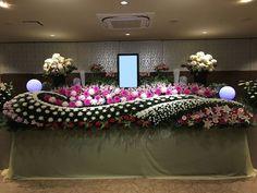 菊ベース祭壇 Funeral Flower Arrangements, Funeral Flowers, Floral Arrangements, Buddha Flower, Wedding Decorations, Table Decorations, Arte Floral, Pretty Flowers, Altar