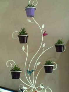 They're simple as well as versatile, can be cost-conscious and also issue fixing, and also work in practically every space. Here are motivational suggestions for using open shelving House Plants Decor, Plant Decor, Welding Projects, Garden Projects, Garden Art, Garden Design, Wrought Iron Decor, Front Gardens, Flower Stands