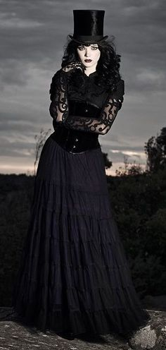 Neo-Victorian #Goth girl in all #black