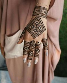 Mehndi is used for decorating hands of women during their marriage, Teej, Karva Chauth. Here are latest mehndi designs that are trending in the world. Mehandi Designs, Henna Tattoo Designs Simple, Back Hand Mehndi Designs, Stylish Mehndi Designs, Modern Mehndi Designs, Mehndi Designs For Girls, Mehndi Designs For Beginners, Mehndi Design Photos, Mehndi Designs For Fingers