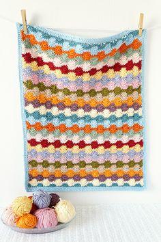 Wheel baby blanket crochet pattern by Little Doolally