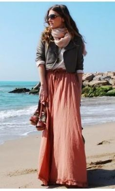 Beautiful color scheme & and perfect outfit for a day at the beach.
