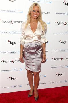 Pamela Anderson gets a make-under, but still stuns
