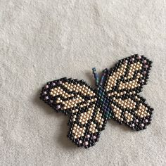 This Pin was discovered by Dil Bead Jewellery, Beaded Jewelry, Beaded Necklace, Seed Bead Projects, Beading Projects, Beaded Brooch, Beaded Rings, Beaded Animals, Cool Necklaces