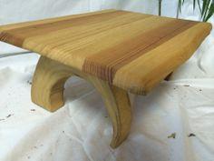 【テーブル】キリ・スギ製:滑らかで整った天板に半円形の脚
