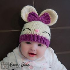 Olivia the Bunny Hat pattern by Carolina Guzman Ravelry: Olivia das Häschen-Hutmuster durch Carolina Guzman This image has get. Crochet Kids Hats, Crochet Bunny, Crochet Beanie, Crochet Crafts, Crochet Projects, Knitted Hats, Baby Girl Crochet, Crochet Dolls, Diy Crafts