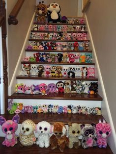 This looks like the beanie boos are joining up to to strike, or start a war. Don't let those big eyes fool you! Big Eyed Animals, Ty Animals, Ty Stuffed Animals, Ours Boyds, Ty Peluche, Beanie Boo Party, Beanie Boo Birthdays, Ty Toys, Kids Toys