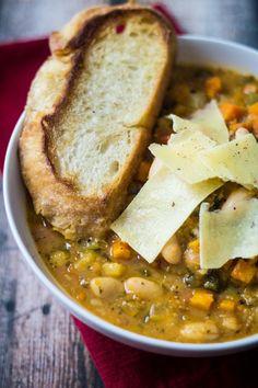 Rustic Tuscan Bean Soup – (Free Recipe below) Rustikale toskanische Bohnensuppe – (Freies Rezept unten) Vegan Soups, Vegan Recipes, Cooking Recipes, Cooking Games, Healthy Bean Soup Recipes, Vegitarian Soup Recipes, Healthy Soups, Cooking Steak, Diet Recipes