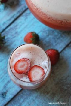 Iced Tea with Strawberries and Lemonade - Lemons for Lulu