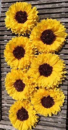 Sunflower Crafts, Sunflower Party, Sunflower Baby Showers, Paper Sunflowers, Tissue Paper Flowers, Tissue Paper Decorations, Origami Flowers, Sunflower Wedding Decorations, Bridal Shower Decorations