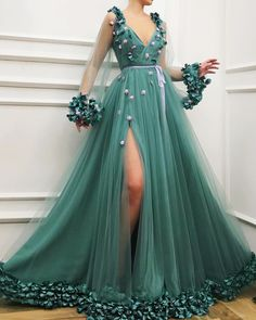 Green prom dresses deep v neck long sleeve evening dresses gowns cheap side slit formal dresses - Fashion Outfits Tulle Ball Gown, Ball Gown Dresses, Tulle Dress, Maxi Dresses, Dance Dresses, Green Evening Dress, Evening Dresses With Sleeves, Green Gown Dress, Long Evening Gowns