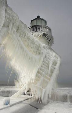 Fotos.invierno, un faro cubierto de hielo