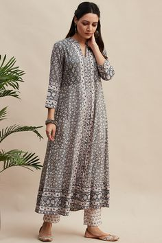 Hand-embroidered sequins work adds to the allure of this soft cotton kurta. This Anarkali kurta also features delicate button detailing. Long Kurta Designs, Kurta Designs Women, Indian Fashion Trends, Indian Fashion Dresses, Kurti Embroidery Design, Muslim Women Fashion, Kurti Designs Party Wear, Designs For Dresses, Trendy Clothes For Women