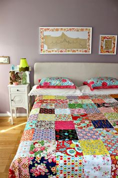 A patchwork quilt can be produced in a simpler way using few materials or even more elaborate like a double quilted patchwork. How to Make Incredible Models. Quilting Projects, Quilting Designs, Sewing Projects, Yo Yo Quilt, Nine Patch, Leftover Fabric, Scrappy Quilts, Square Quilt, Fabric Scraps