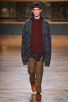 WOOYOUNGMI(ウーヨンミ) 2017-18秋冬メンズコレクション ランウェイ16枚目