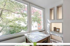 Ein Platz an der Sonne. Die verglaste Loggia ist zu jeder Jahres- und Tageszeit ein toller Ort zum verweilen. Das Fensterelement lässt sich zur Seite schieben.