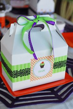 Love this idea of a little lunch box that you prepare ahead of time. Might make it easier for parties that are not at your house. Can design to match your theme too!