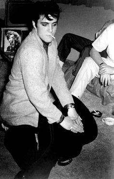 Photo of ★ Elvis ☆ for fans of Elvis Presley 33031600 Lisa Marie Presley, Priscilla Presley, Tennessee, Elvis Presley Images, Elvis Presley Memories, Young Elvis, Elvis Presley Young, Burning Love, Idole