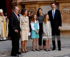 PALMA DE MALLORCA, SPAIN - APRIL 01: King Felipe VI of Spain (R), his wife Queen Letizia (2ndR), their daughters Princess Sofia (front C) and Princess Leonor (front R), former King Juan Carlos I (L) and his wife former Queen Sofia (2ndL) pose after attending the traditional Easter Sunday Mass of Resurrection in Palma de Mallorca, Spain. (Photo by Europa Press/Europa Press via Getty Images)