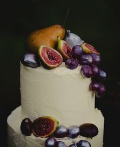 Share Tweet + 1 Mail Can you handle how insanely GORGEOUS these wedding cakes are? The rich vibrant fruits against the silky smooth white ...