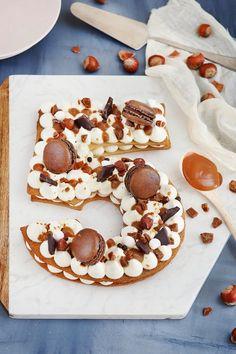 Number cake chocolat et caramel - chefNini Box Cake Recipes, Strawberry Cake Recipes, Healthy Cake Recipes, Sheet Cake Recipes, Sponge Cake Recipes, Cake Recipes From Scratch, Homemade Cake Recipes, Desserts Printemps, Bonbon Caramel