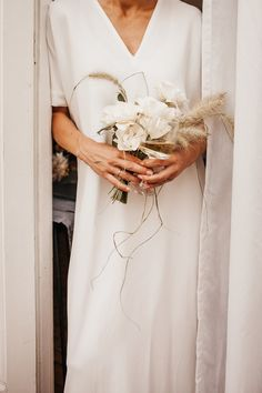 Minimal Bride With A Diamond Baguette Ring Holding A Simple Yet Elegant Bouquet Of English Garden Roses And Bunny Grass. Wedding Design Inspiration By Hilde. Rustic Wedding Flowers, Chic Wedding, Floral Wedding, Bride Flowers, Wedding Shot, Wedding Music, Wedding Reception, Small Bridal Bouquets, Bride Bouquets