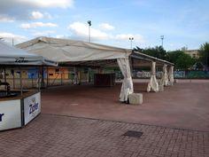 Ecco, arrivato proprio questa mattina. lo stand gastronomico per la #festaSanGiuseppe di Vicenza. Si mangerà anche sotto la pioggia! Se proprio proprio il tempo decide di mettersi di traverso