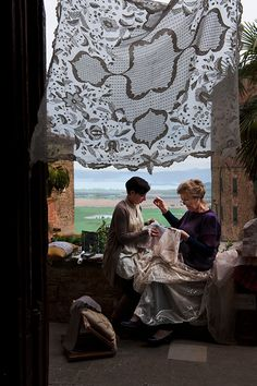 Making lace in Italy - Photographer: S. McCurry
