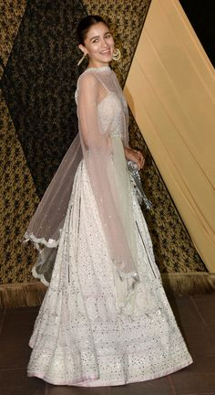 Alia Bhatt looked stunning in a white ivory lehenga! Alia Bhatt looked stunning in a white ivory. Dress Indian Style, Indian Dresses, Indian Outfits, Indian Lehenga, Lehenga Designs, Alia Bhatt Lehenga, Lehenga Choli, Indian Reception Outfit, Lehnga Dress