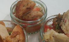 Gebratene Hühnerbrust  auf Avocado-Tomatensalat Chicken, Meat, Food, Avocado Tomato Salad, Roast, Essen, Meals, Yemek, Eten