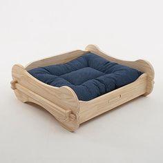Wood Dog Bed, Pallet Dog Beds, Diy Dog Bed, Diy Bed, Dog Furniture, Furniture Design, Dog Bowl Stand, Pet Home, Diy Stuffed Animals