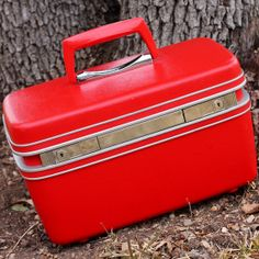 She'll Love this Valentine Gift - Bright Red Samsonite Train Case - Excellent Condition
