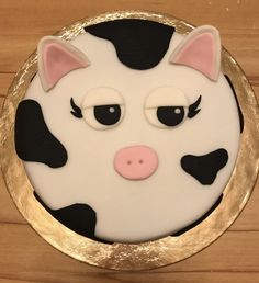 Cow Cake 🐄   January 2017 Cow Cakes, January, Sugar, Cookies, Baking, Desserts, Food, Pies, Biscuits