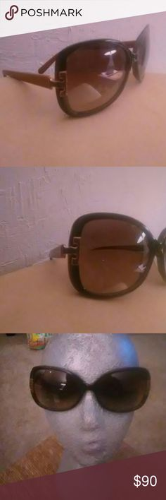 Tory Burch TY7022 sunglasses Like new. No scratches Olive/khaki in color Tory Burch Accessories Sunglasses