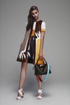 Sfilata Fendi Milano - Pre-collezioni Primavera Estate 2016 - Vogue