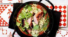 Grillad korv med tomat- och fänkålssås och grön pärlcouscous