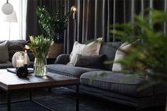 Design noir dans un appartement de 53m2 - PLANETE DECO a homes world Outdoor Sofa, Outdoor Furniture Sets, Outdoor Decor, Style Tropical, Ikea, Decoration, Home Goods, Lounge, House Design