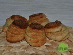 Škvarkové pagáče nejsou sice dietní, ale určitě stojí za hřích Muffin, Breakfast, Food, Morning Coffee, Essen, Muffins, Meals, Cupcakes, Yemek