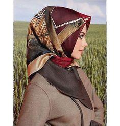 Modest Fashion, Hijab Fashion, Hijab Turkish, Modern Hijab, Hijab Dress, How To Wear Scarves, Beautiful Hijab, Red Shirt, Muslim Women